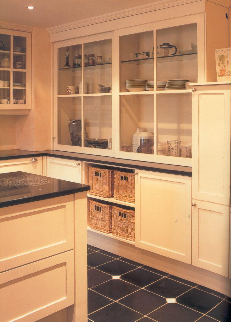 Nostalgische keuken met chique opzetkast dipla - Chique keuken ...